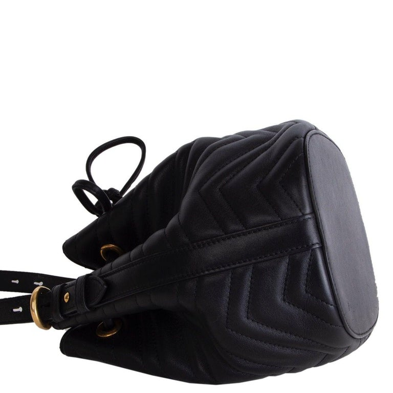 GUCCI black quilted leather GG MARMONT MATELASSE Bucket Shoulder Bag In Excellent Condition For Sale In Zürich, CH