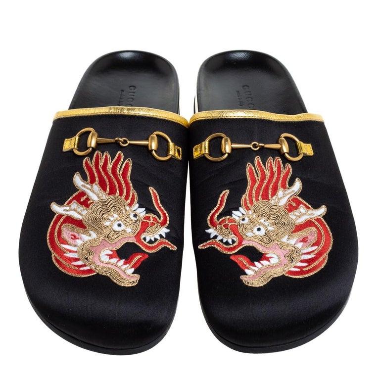 Gucci Black Satin Embroidered Horsebit Mules Size 40 In Good Condition For Sale In Dubai, Al Qouz 2