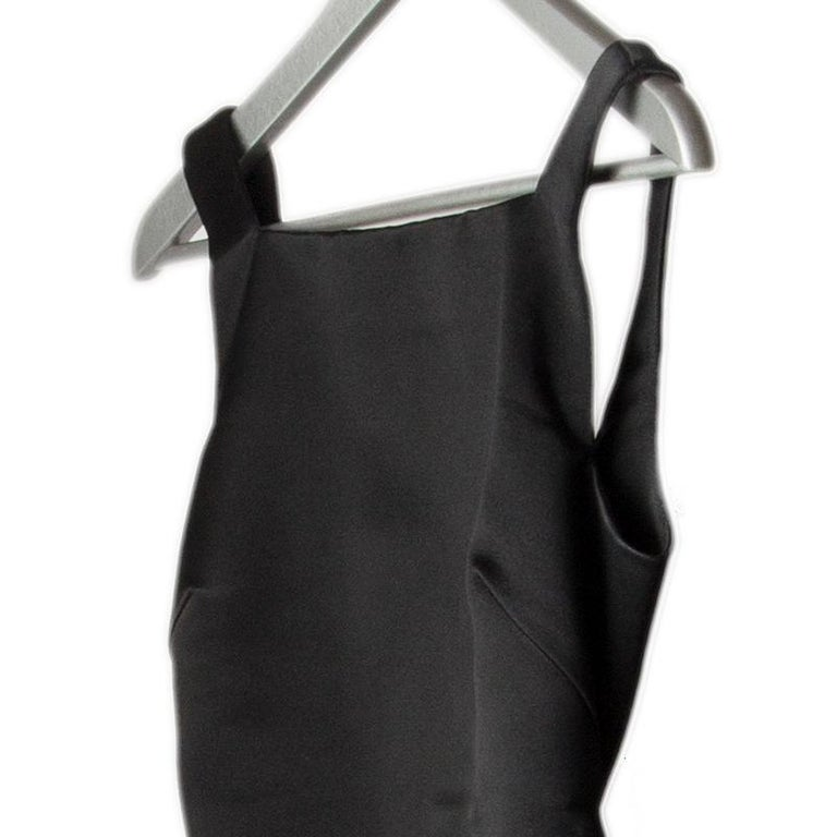 Gucci backless sheath dress in black silk (100%). Opens with zipper, hooks and buttons on the back. Has been worn and is in excellent condition.  Tag Size 38 Size XS Bust To 82cm (32in) Waist To 68cm (26.5in) Hips To 82cm (32in) Side Seam Length