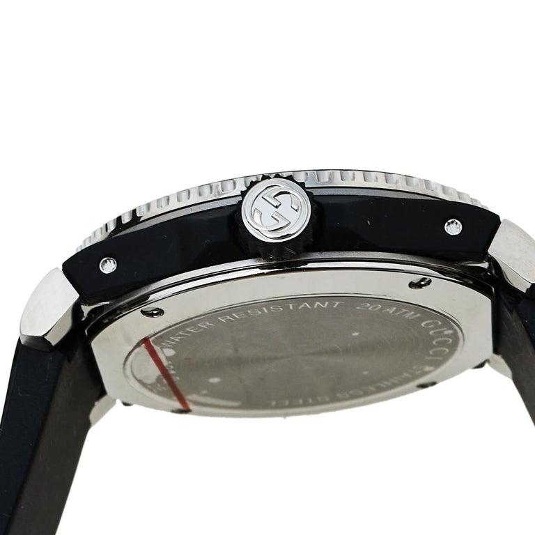 Gucci Black Stainless Steel Tiger Motif Dive YA136318 Men's Wristwatch 40 mm In New Condition For Sale In Dubai, Al Qouz 2