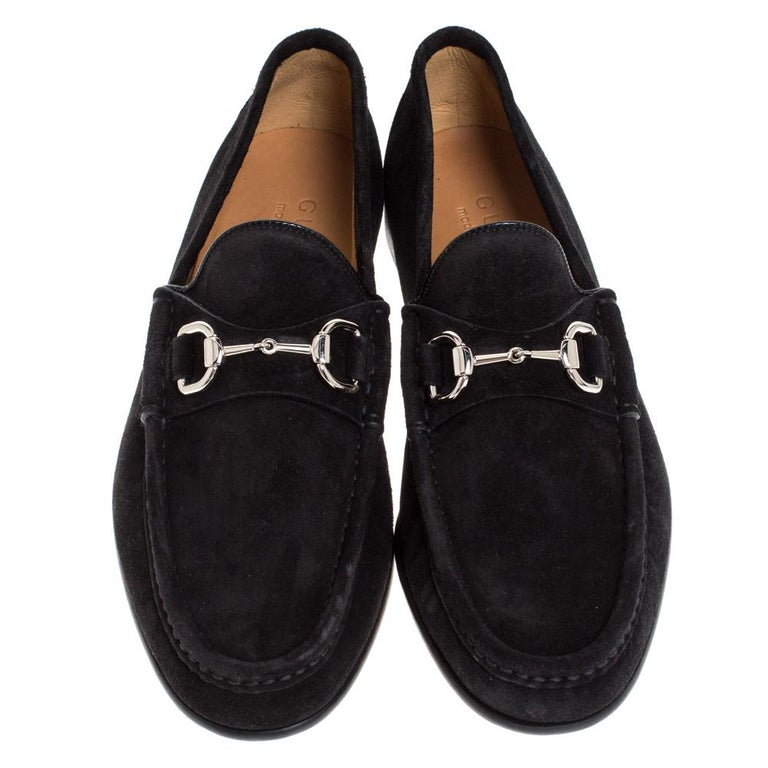 Gucci Black Suede Horsebit Slip On Loafers Size 40 In New Condition For Sale In Dubai, Al Qouz 2