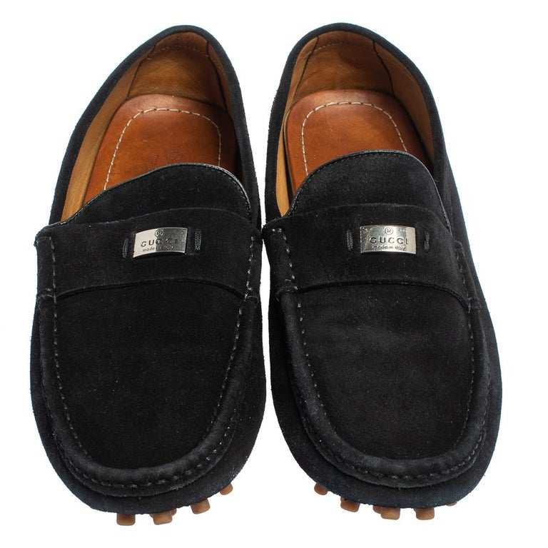 Sleek and luxe, these slip-on loafers by Gucci will enhance your outfits by giving them an edge. Meticulously crafted from suede, they carry fine stitching and logo detailed straps on the vamps. The black pair is complete with comfortable leather