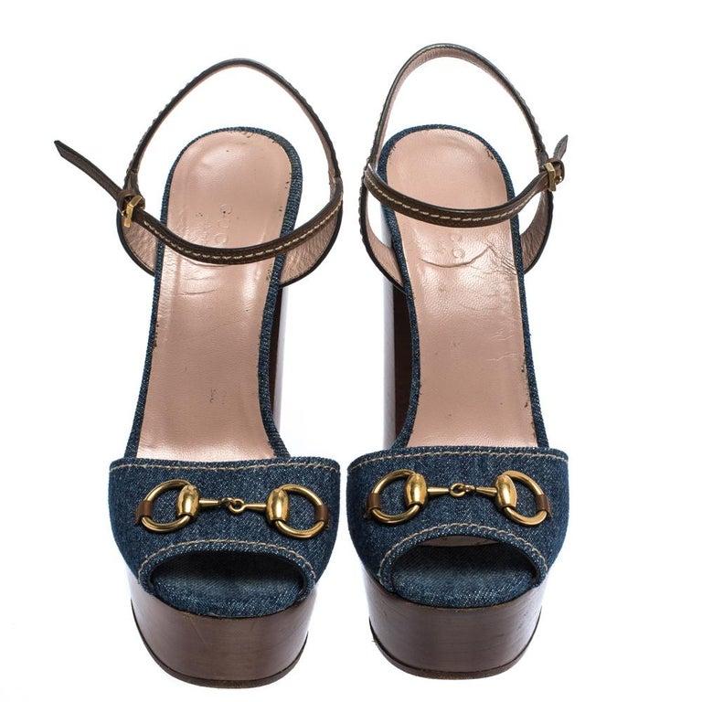 Gucci Blue/Brown Denim and Leather Claudia Horsebit Platform Sandals Size 37.5 In Good Condition For Sale In Dubai, Al Qouz 2