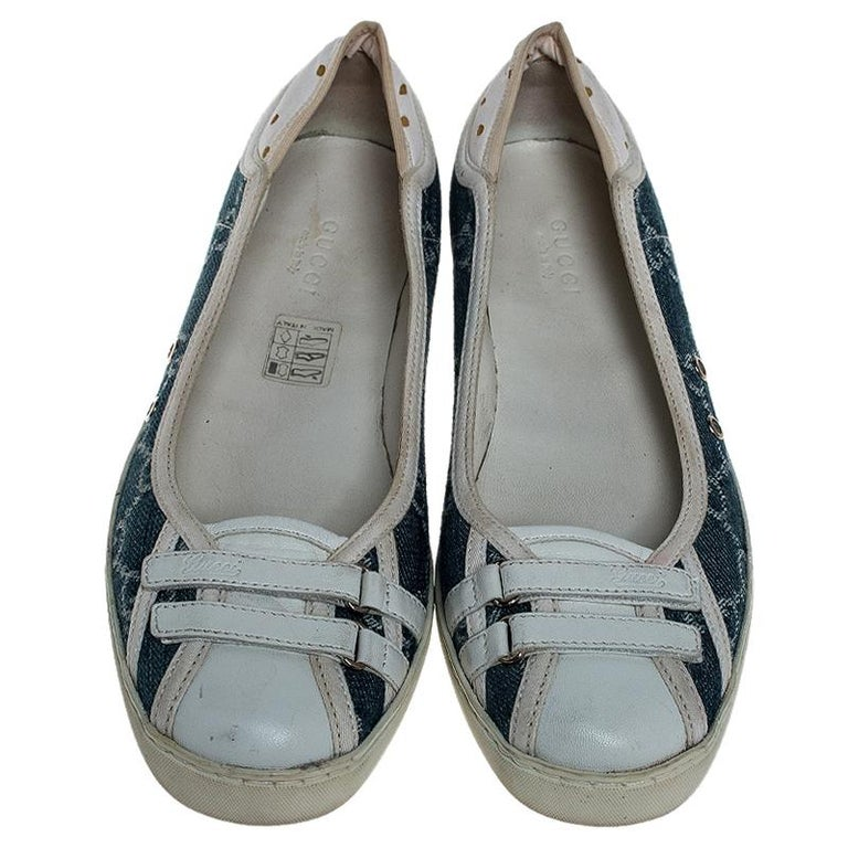 Gray Gucci Blue GG Monogram Denim And White Leather Ballet Flats Size 36.5 For Sale