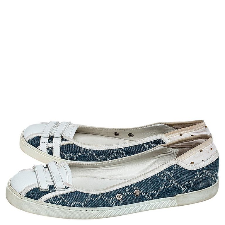 Women's Gucci Blue GG Monogram Denim And White Leather Ballet Flats Size 36.5 For Sale