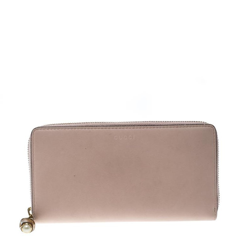 c67fb37c8bbd Gucci Blush Pink Leather Bamboo Zip Around Wallet For Sale at 1stdibs