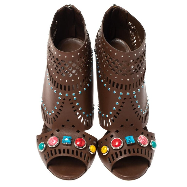 Gucci Brown Leather Lika Stone Embellished Ankle Booties Size 39 In Good Condition In Dubai, Al Qouz 2