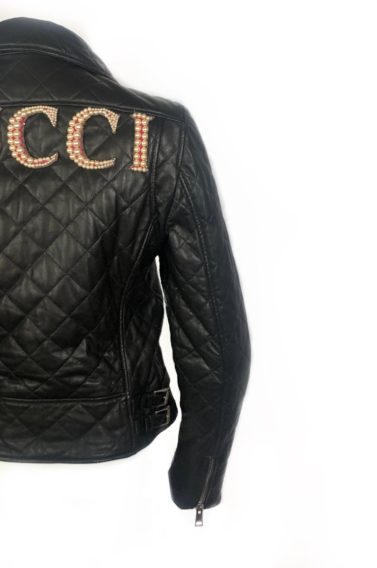 GUCCI Brown Leather Moto Jacket w/ Pearls Size 44 In Excellent Condition For Sale In Beverly Hills, CA