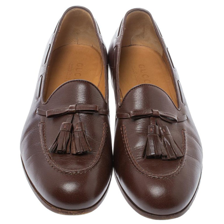 Check out this pair of brown Gucci loafers and you'd want to buy them right away! They have been crafted from leather and styled with tassels on the vamps. They come equipped with comfortable leather insoles and will look amazing with a crisp shirt
