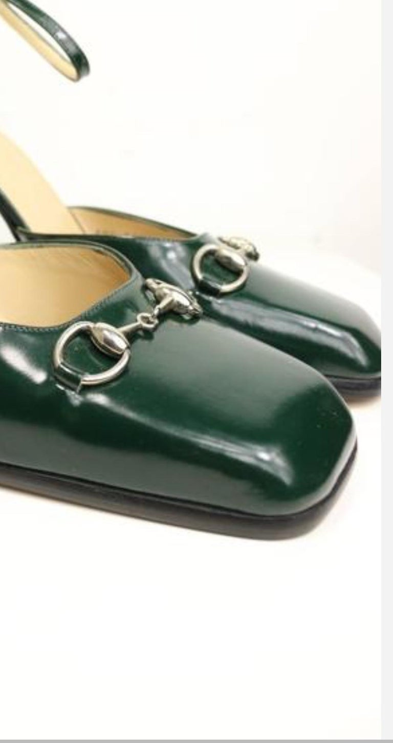 Gucci by Tom Ford Classic Green Leather Square Toe Strap Pumps In New Condition For Sale In Sheung Wan, HK