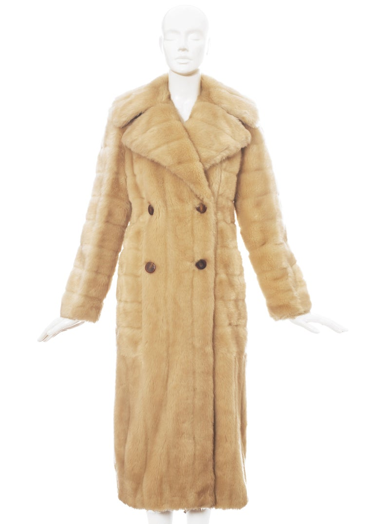 Gucci by Tom Ford cream faux fur double breasted coat with large collar and silk lining  Fall-Winter 1996