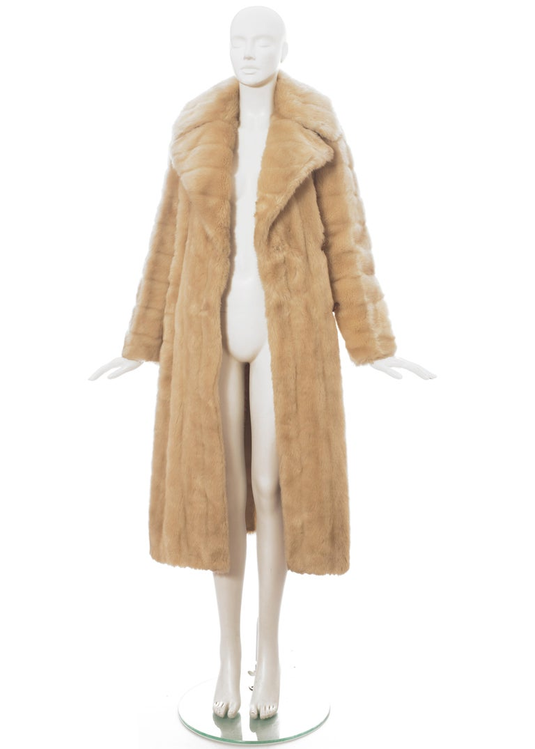 Gucci by Tom Ford cream faux fur double breasted coat, fw 1996 In Excellent Condition For Sale In London, GB