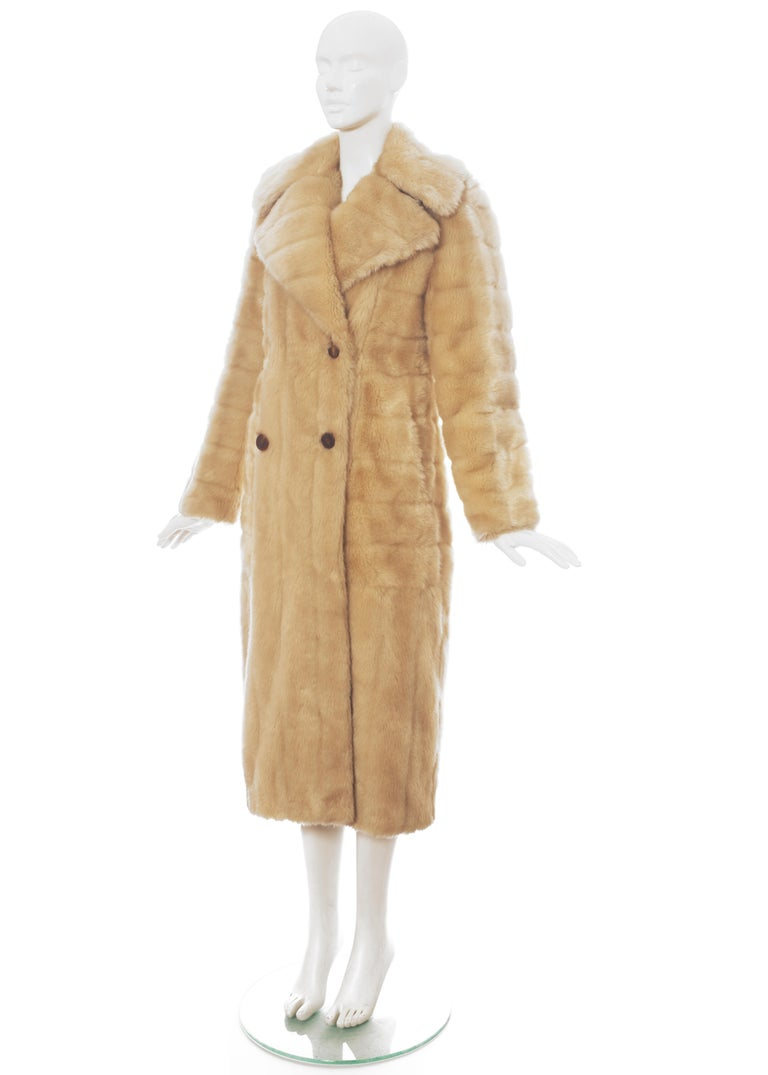 Women's Gucci by Tom Ford cream faux fur double breasted coat, fw 1996 For Sale