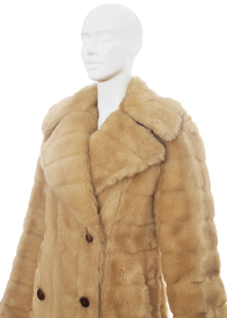 Gucci by Tom Ford cream faux fur double breasted coat, fw 1996 For Sale 1
