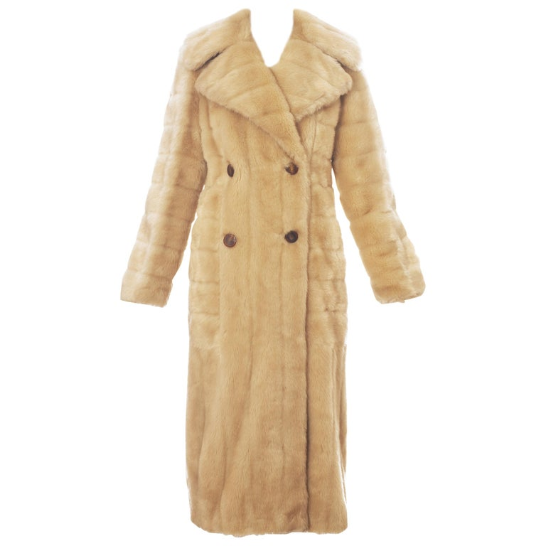 Gucci by Tom Ford cream faux fur double breasted coat, fw 1996 For Sale