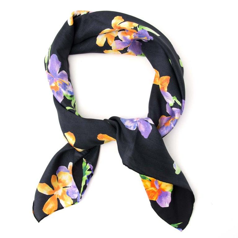 Black Gucci Carré Silk Flower Scarf For Sale