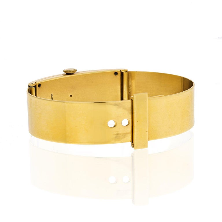 Gucci circa 1970s 18 Karat Yellow Gold Vintage Rectangular Watch In Good Condition In New York, NY