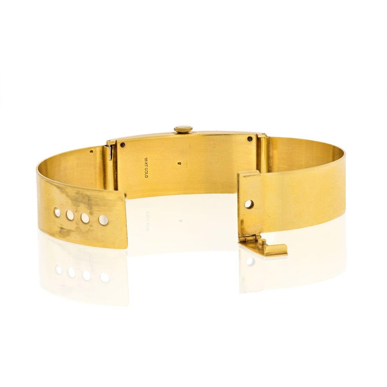 Women's Gucci circa 1970s 18 Karat Yellow Gold Vintage Rectangular Watch