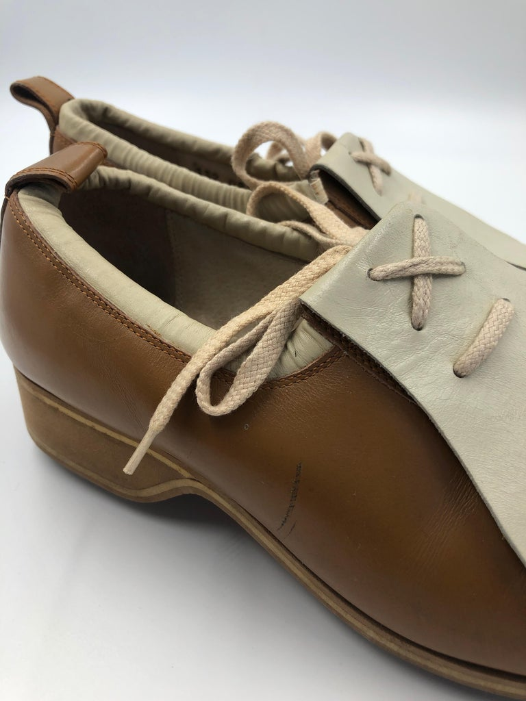 Gucci Collectors Vintage Golf Shoe with Cleats Tan and Cream For Sale 6
