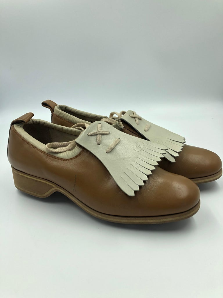Gucci Collectors Vintage Golf Shoe with Cleats Tan and Cream For Sale 7