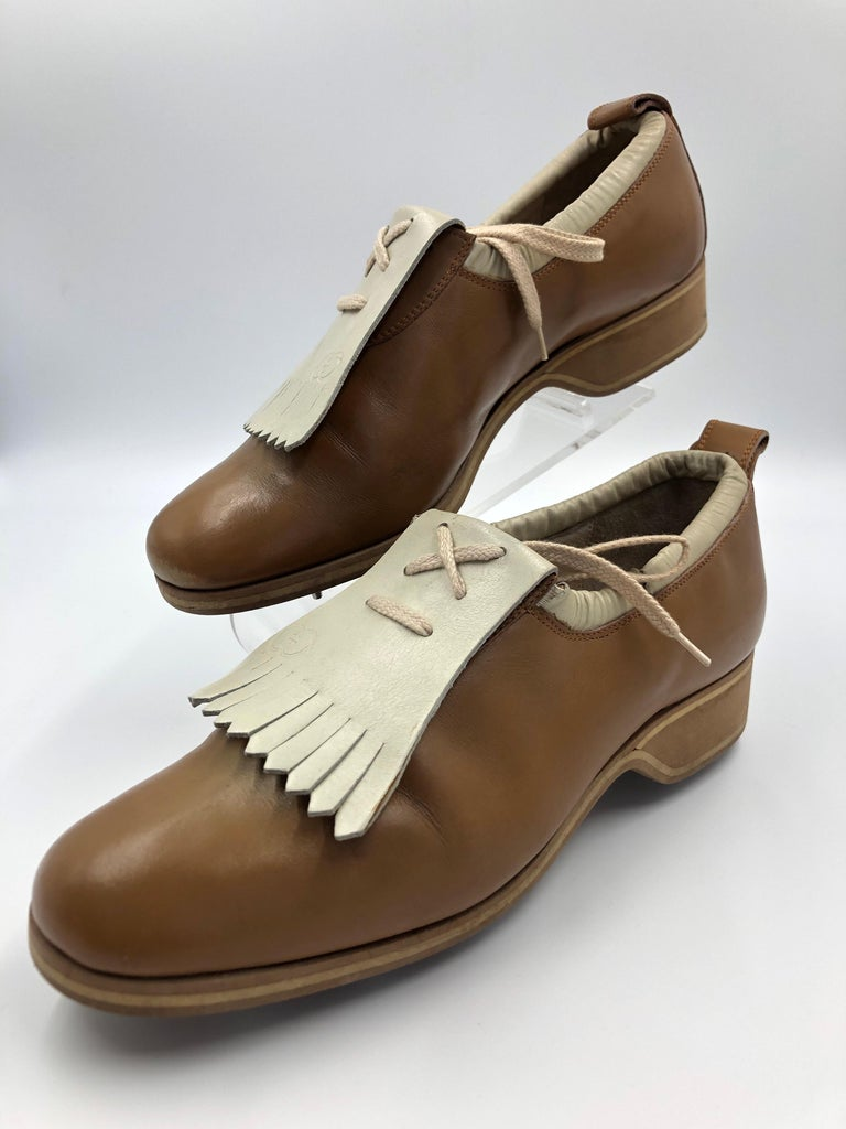 Gucci Collectors Vintage Golf Shoe with Cleats Tan and Cream For Sale 9