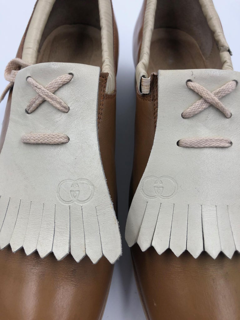 Gucci Collectors Vintage Golf Shoe with Cleats Tan and Cream In Fair Condition For Sale In Los Angeles, CA