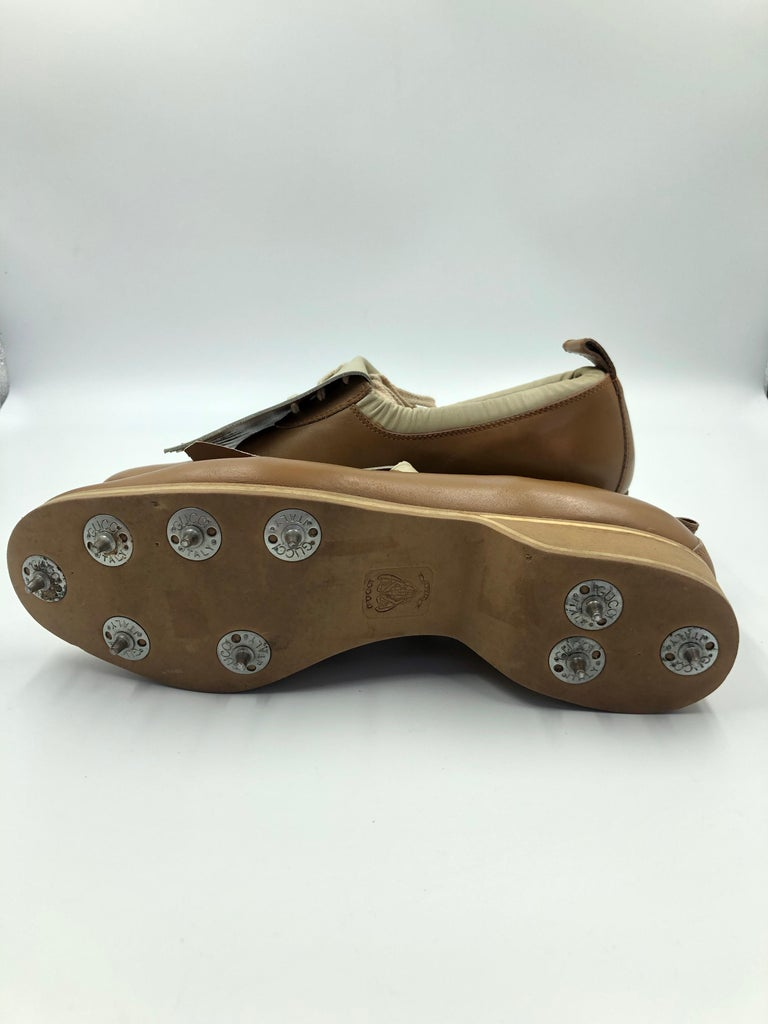 Gucci Collectors Vintage Golf Shoe with Cleats Tan and Cream For Sale 1