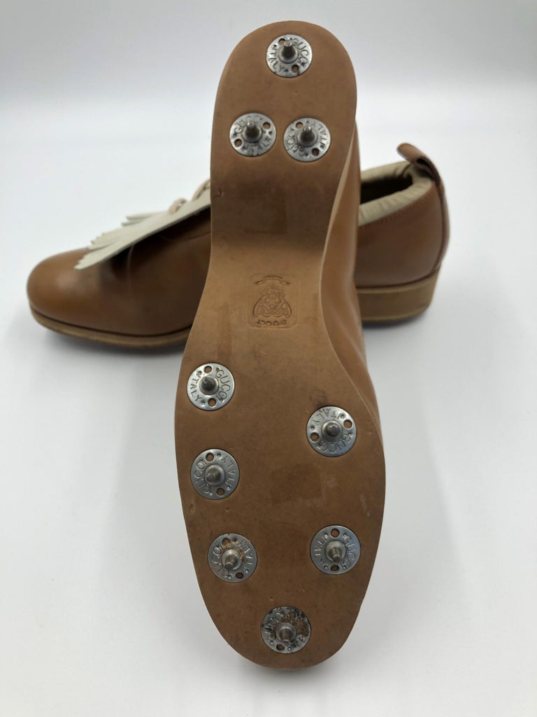 Gucci Collectors Vintage Golf Shoe with Cleats Tan and Cream For Sale 2