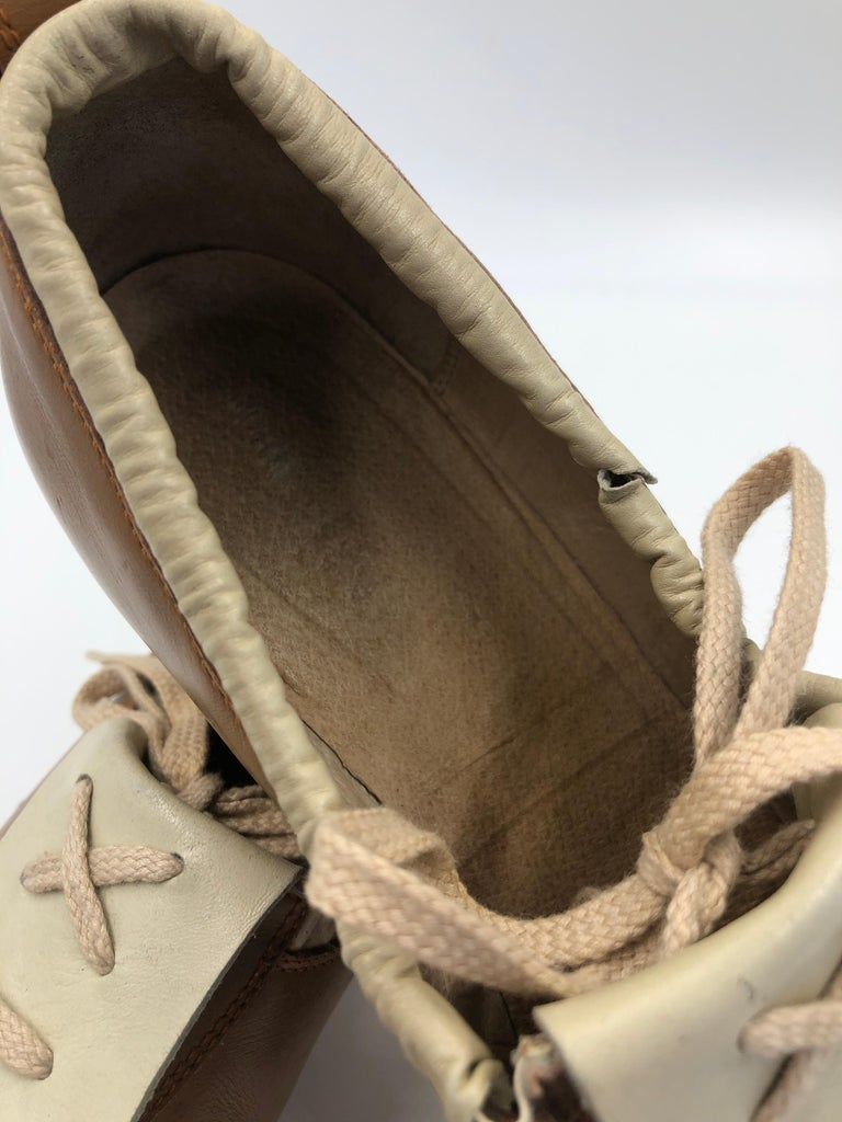 Gucci Collectors Vintage Golf Shoe with Cleats Tan and Cream For Sale 4
