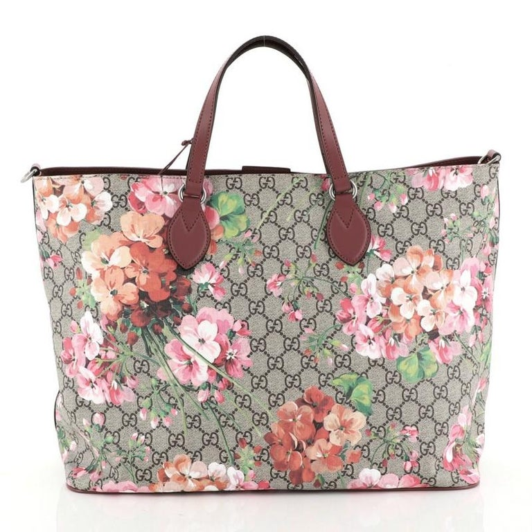 Gucci Convertible Soft Tote Blooms Print GG Coated Canvas Medium In Excellent Condition For Sale In New York, NY