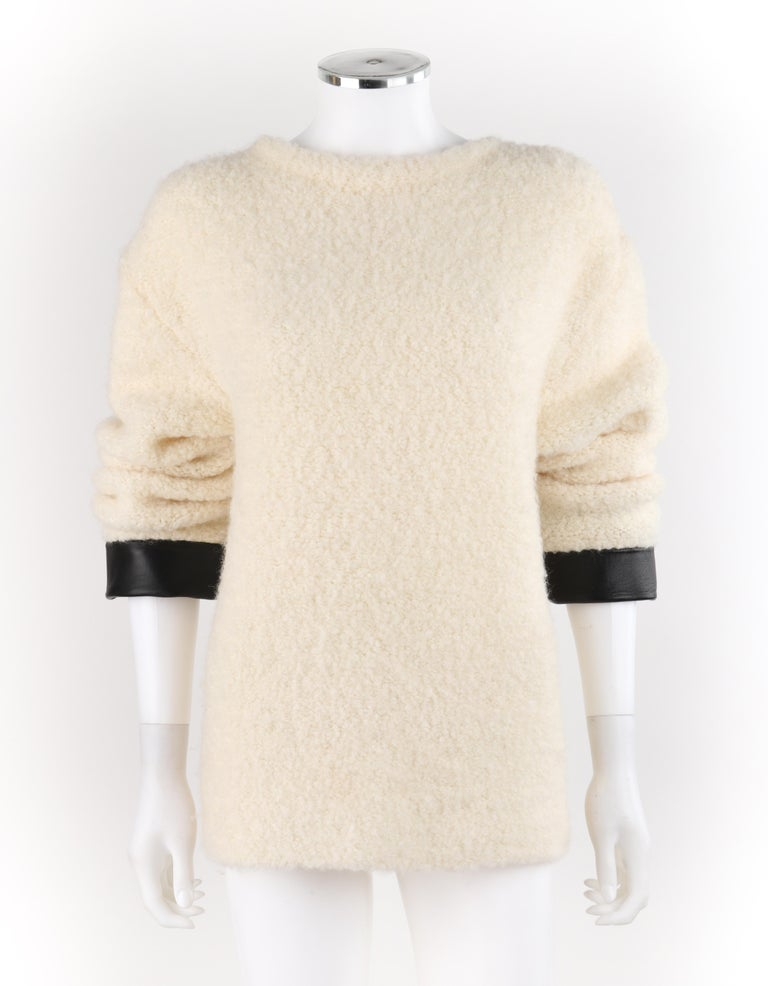 GUCCI Cream Boucle Alpaca Wool Knit Leather Cuffs Oversize Pullover Sweater In Good Condition For Sale In Thiensville, WI