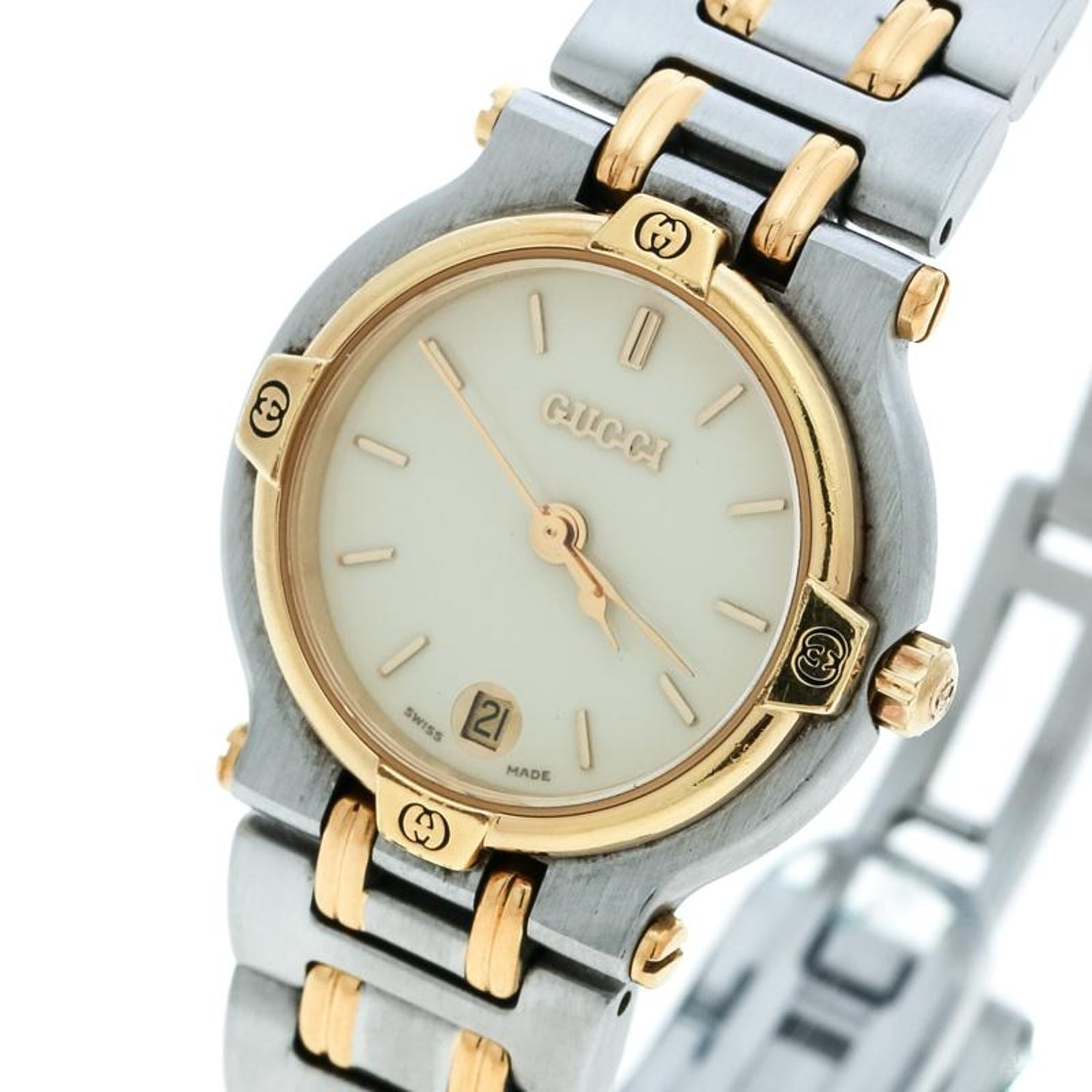 28e1ff2da38 Gucci Cream Two-Tone Stainless Steel 9000L Women s Wristwatch 25 mm For  Sale at 1stdibs