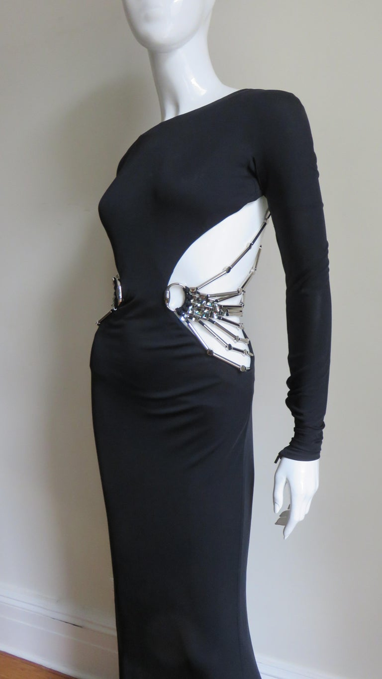 Gucci Cut out Gown with Crystal Embellished Hardware Drapery In Good Condition For Sale In New York, NY