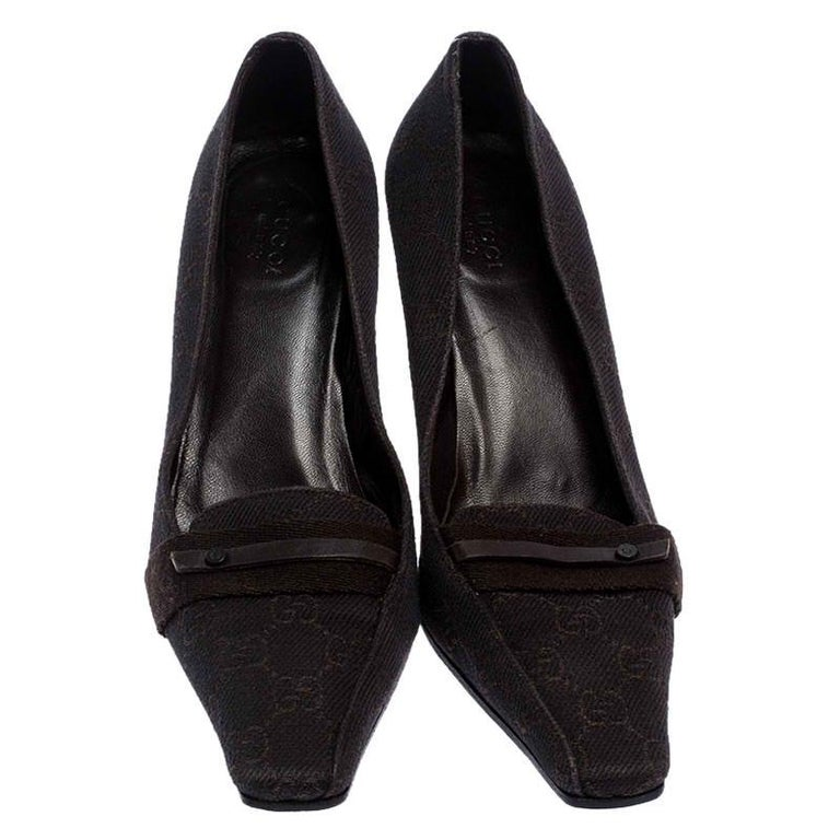 Gucci Dark Brown GG Canvas Square Toe Pumps Size 38 In Good Condition For Sale In Dubai, Al Qouz 2