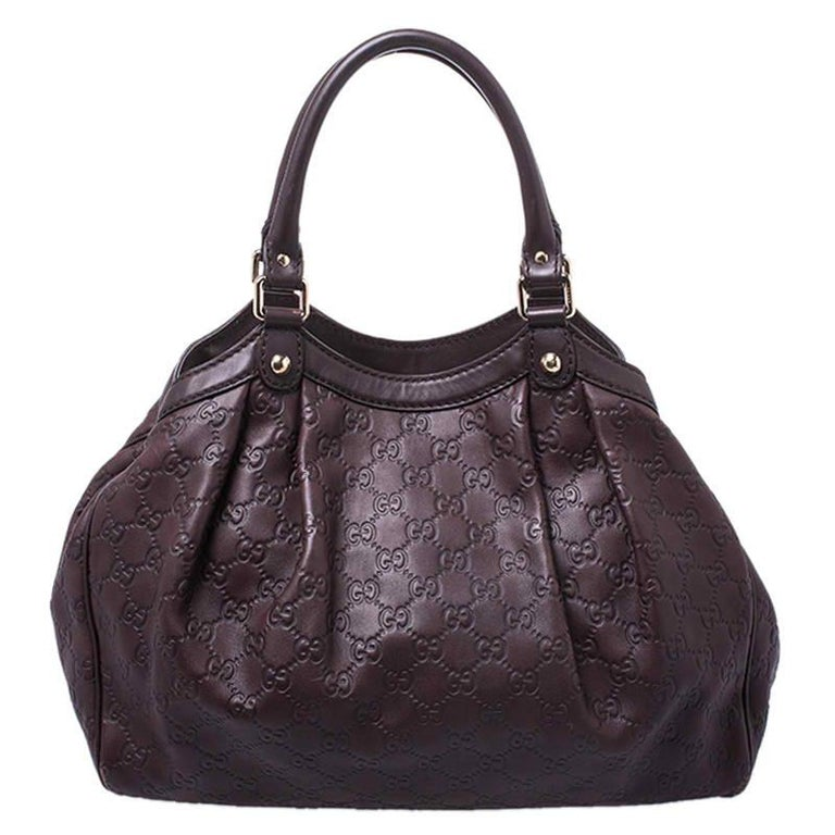 The Sukey is one of the best-selling designs from Gucci and we believe you deserve to have one too. Crafted from Guccissima leather and equipped with a spacious interior, this bag is ideal for you and will work perfectly with any outfit. It is