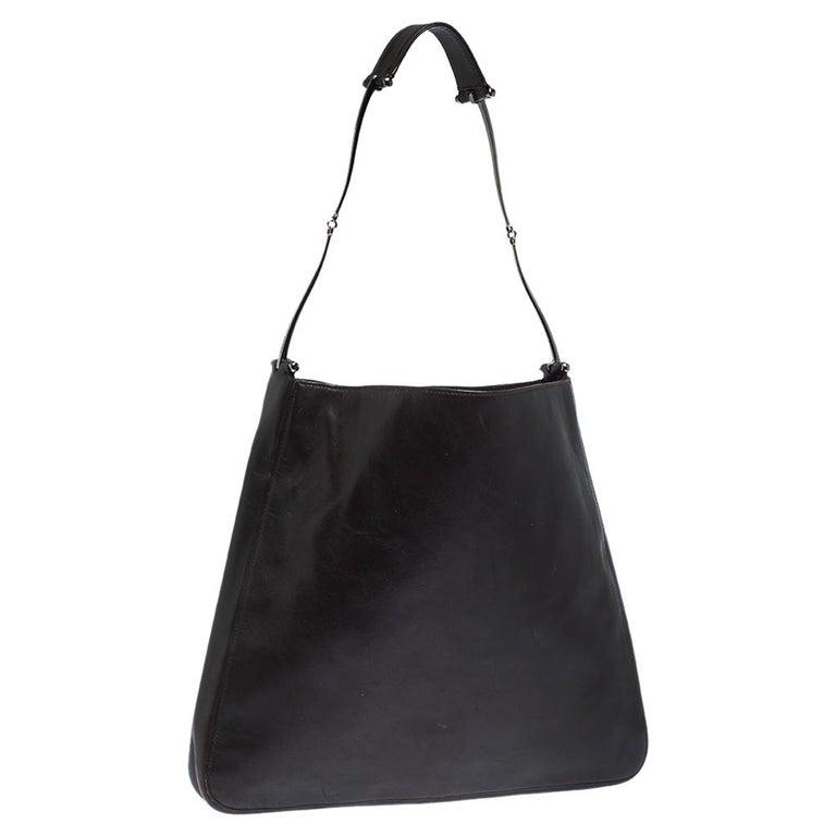 Gucci Dark Brown Leather Vintage Metal Handle Shoulder Bag In Fair Condition For Sale In Dubai, Al Qouz 2