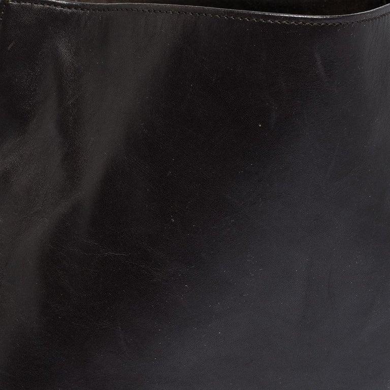 Gucci Dark Brown Leather Vintage Metal Handle Shoulder Bag For Sale 1