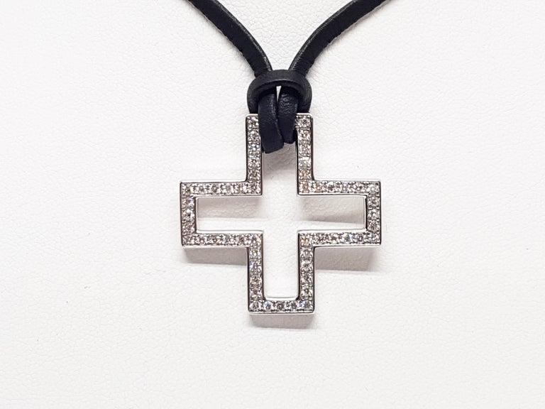 Contemporary Gucci Diamond Cross Pendant White Gold 1.06 Carat For Sale