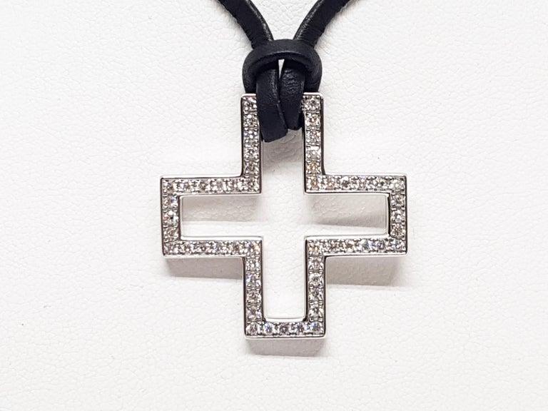 Women's Gucci Diamond Cross Pendant White Gold 1.06 Carat For Sale
