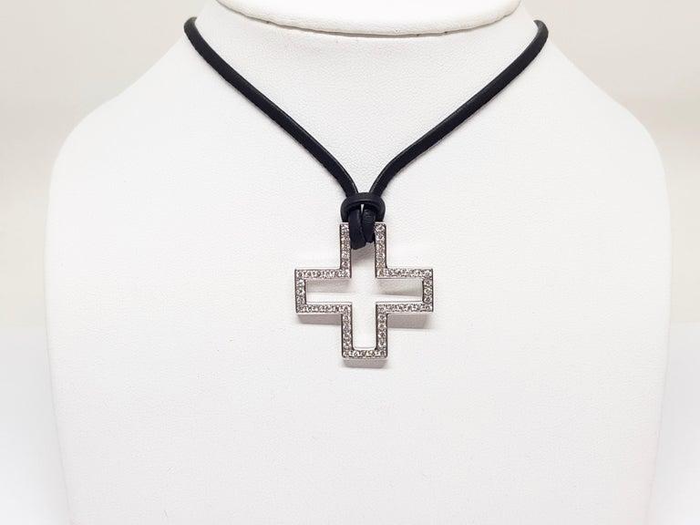 Gucci Diamond Cross Pendant White Gold 1.06 Carat For Sale 1