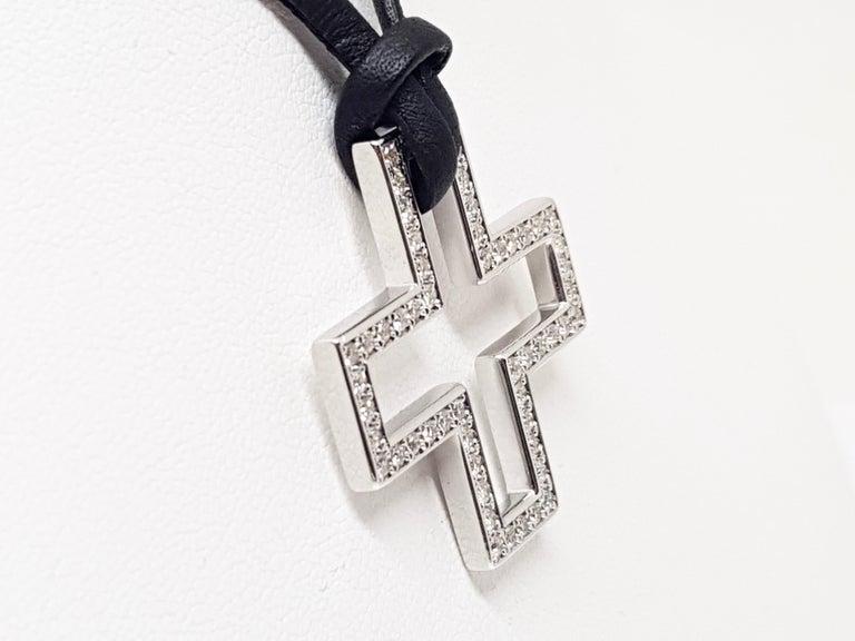 Gucci Diamond Cross Pendant White Gold 1.06 Carat For Sale 3
