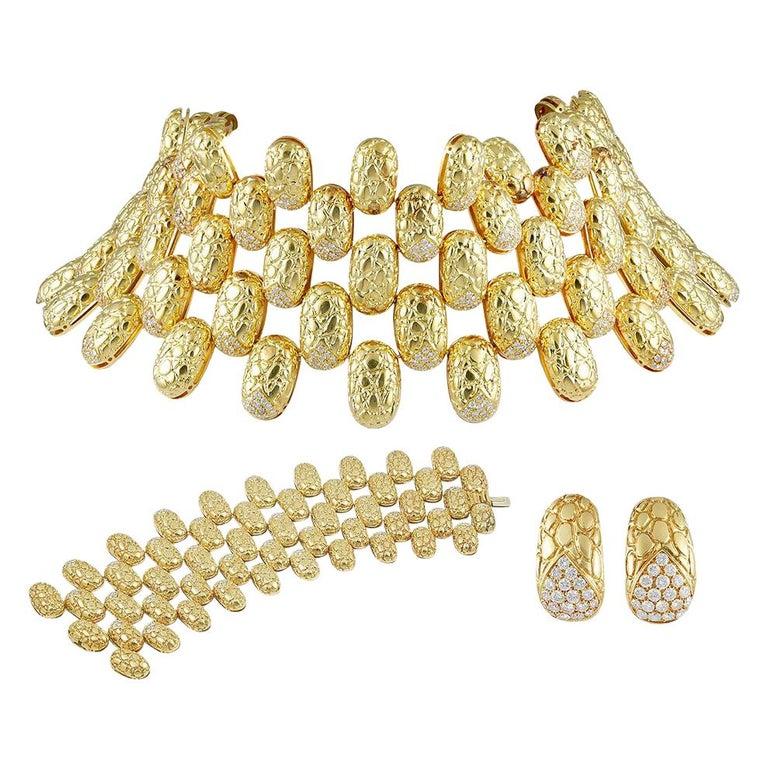 Gucci Diamond Gold Choker Necklace Suite  For Sale