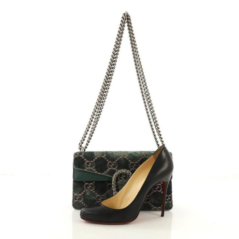 5c08218d492b This Gucci Dionysus Bag GG Velvet Mini, crafted from green GG velvet,  features chain