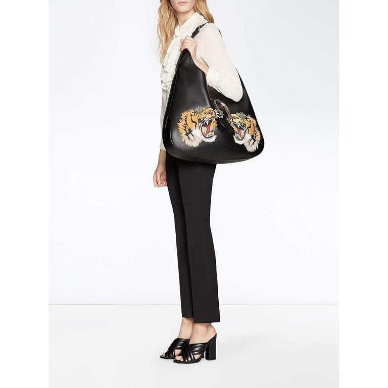The Dionysus hobo is introduced in a statement-making large size, complete with textured tiger head closure-a unique detail referencing the Greek god Dionysus, who in myth is said to have crossed the river Tigris on a tiger sent to him by Zeus. The