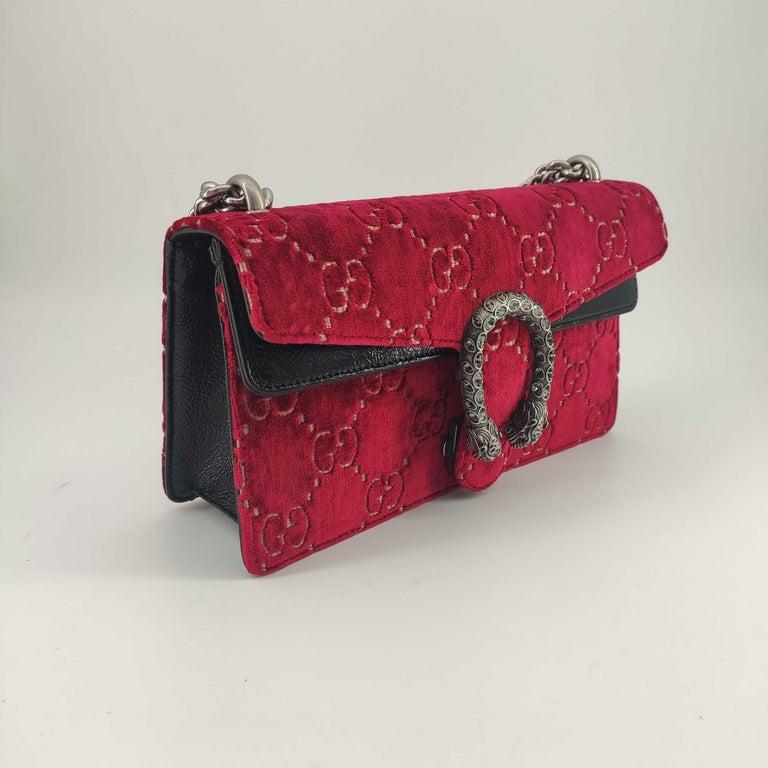 - Designer: GUCCI - Model: Dionysus - Condition: Never worn.  - Accessories: Dustbag - Measurements: Width: 25cm, Height: 13cm, Depth: 7cm, Strap: 113cm - Exterior Material: Velvet - Exterior Color: Red - Interior Material: Suede - Interior Color: