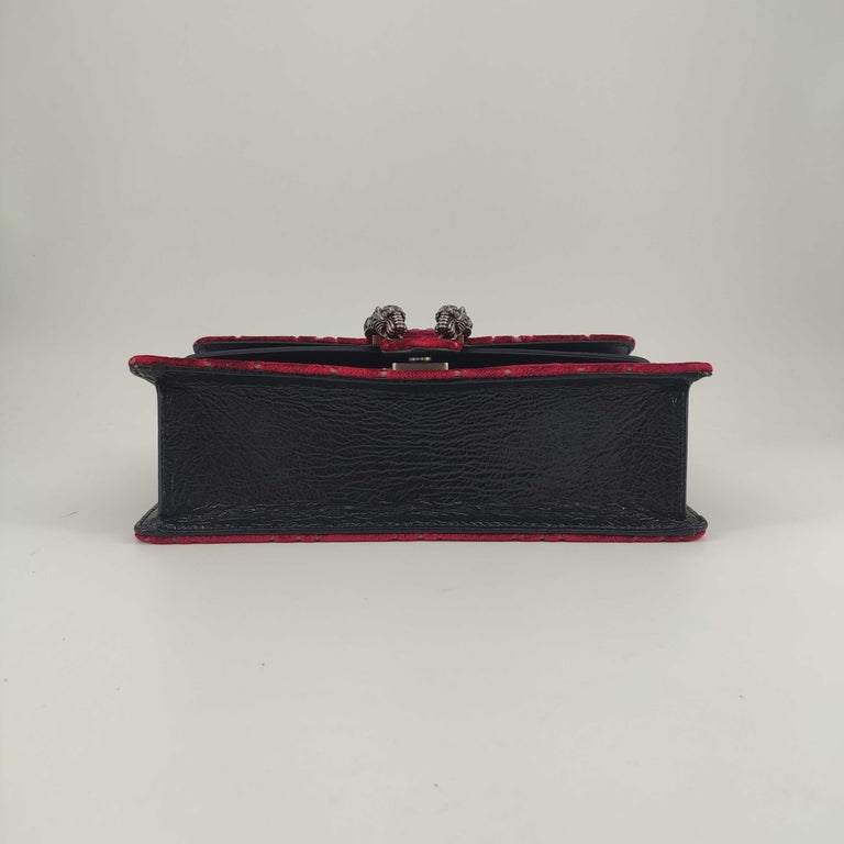 GUCCI Dionysus Shoulder bag in Red Velvet In New Condition In Clichy, FR