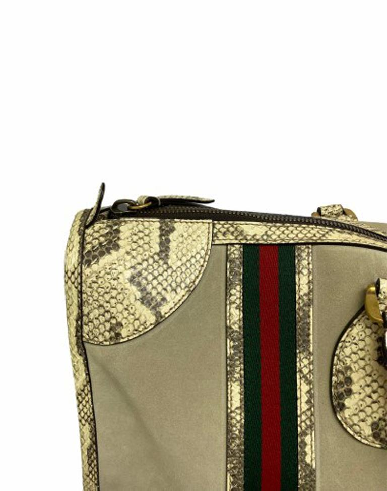 Gucci Duffle Travel Bag in Beige Suede with Python and Golden Hardware In Excellent Condition For Sale In Torre Del Greco, IT