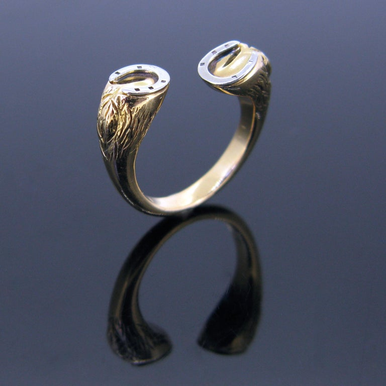 A vintage 18kt gold ring by GUCCI. This one has an original and a funny design. It features 2 horses' hooves. The ring is made in 18kt yellow and white gold. It was perfectly handcrafted and it is quite realistic. The ring is signed Gucci on the