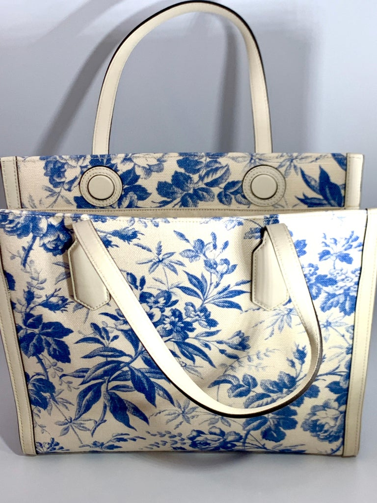 Gucci Flora Whites Canvas Leather Trim Navy Blue With Flowers  Tote Handbag  For Sale 5