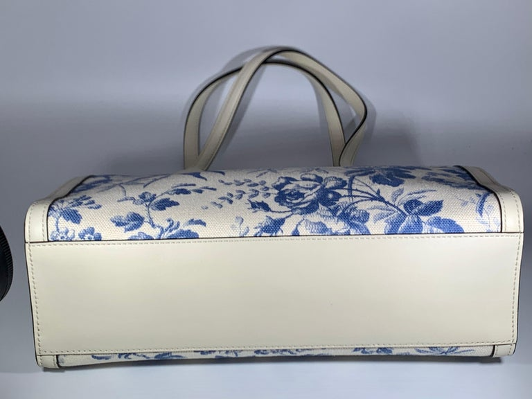 Gucci Flora Whites Canvas Leather Trim Navy Blue With Flowers  Tote Handbag  For Sale 6